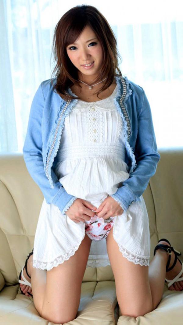 【セルフパンチラエロ画像】スカートをたくしあげて「パンツ見てもいいんだよ?」 14