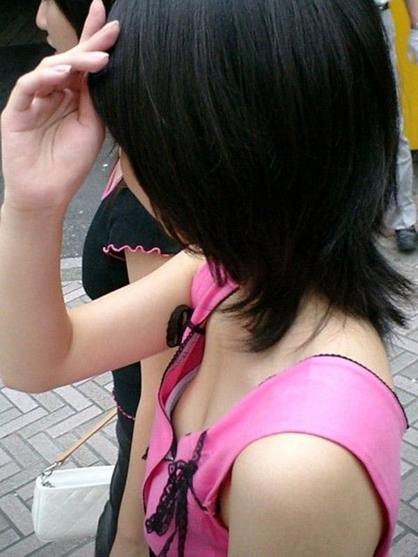 【胸チラエロ画像】素人のおっぱいだから興奮してしまう!胸チラ特集ww 15
