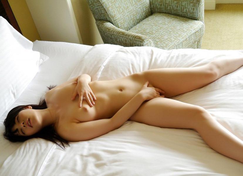【指オナニーエロ画像】自身の指のみで快感求めて性感帯を弄る女子ってエロ杉w 13