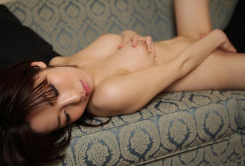 【指オナニーエロ画像】自身の指のみで快感求めて性感帯を弄る女子ってエロ杉w 38