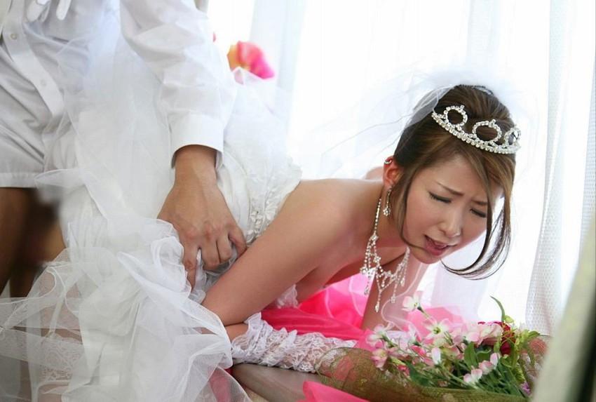 【着衣セックスエロ画像】着衣のまま本能の赴くままにセックスするカップル! 31