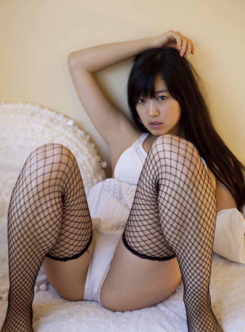 【M字開脚エロ画像】股間注視不可避!こんな大胆なM字開脚している女の子たち! 29