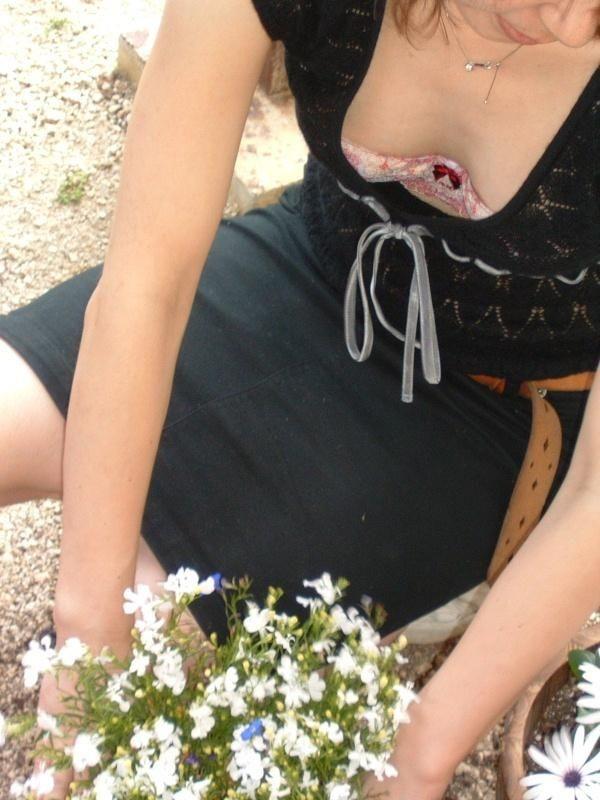 【胸チラエロ画像】露になった胸元!これは見えすぎじゃ……っていう胸チラ画像! 26