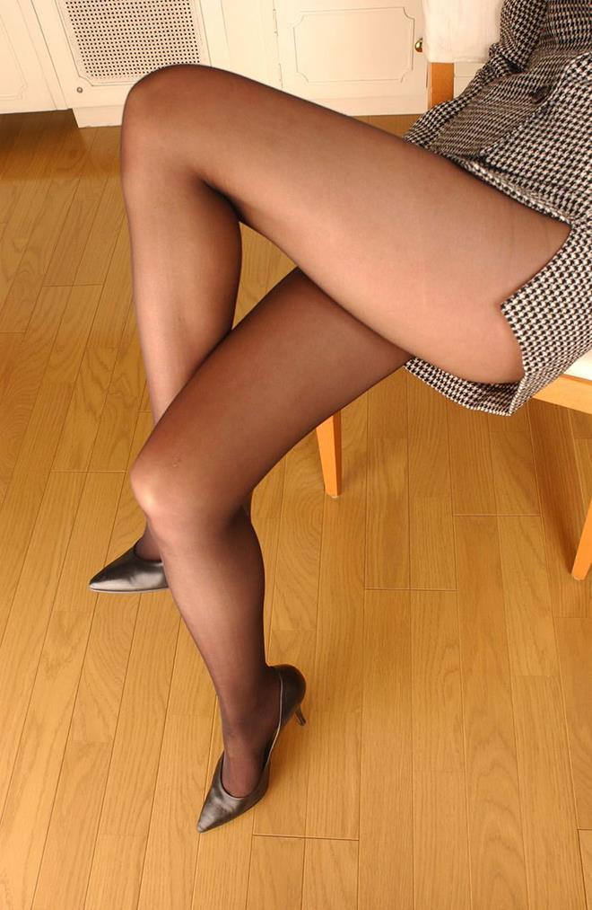 【美脚エロ画像】足フェチ必見!女の子のスラリと伸びた脚線美にノックダウン! 27