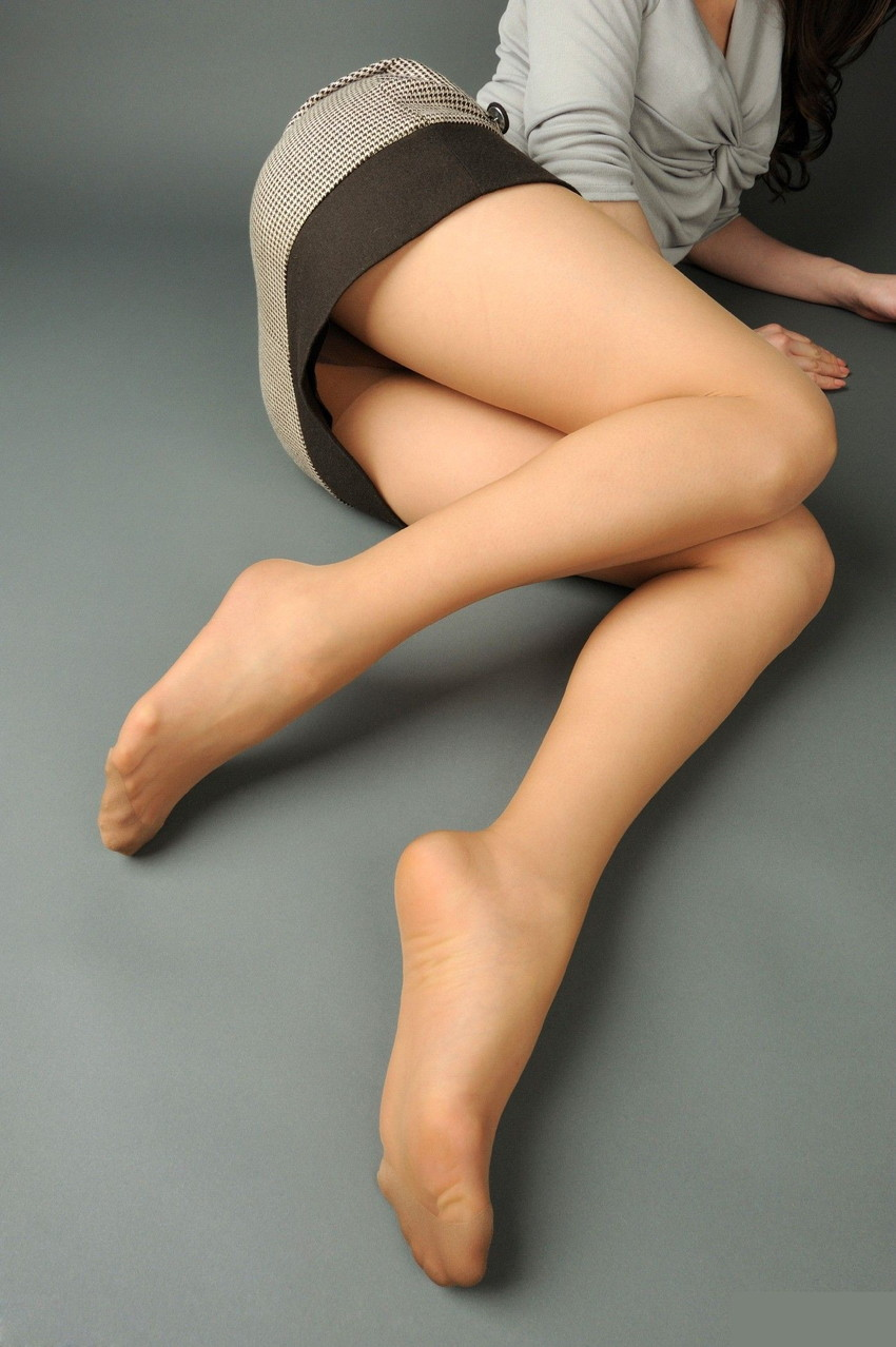 【美脚エロ画像】足フェチ必見!女の子のスラリと伸びた脚線美にノックダウン! 48