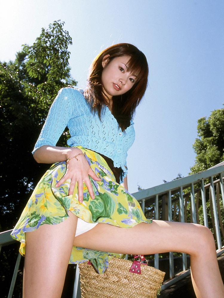 【セルフパンチラエロ画像】自分でスカートをめくってパンチラ披露!セルフパンチラ! 13