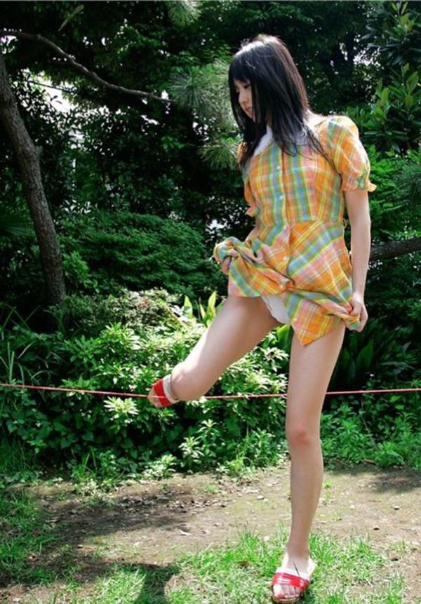 【セルフパンチラエロ画像】自分でスカートをめくってパンチラ披露!セルフパンチラ! 41