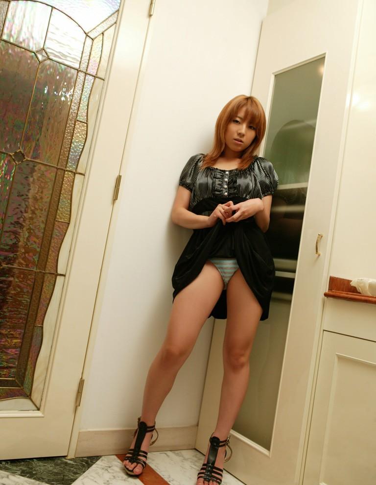 【セルフパンチラエロ画像】自分でスカートをめくってパンチラ披露!セルフパンチラ! 47