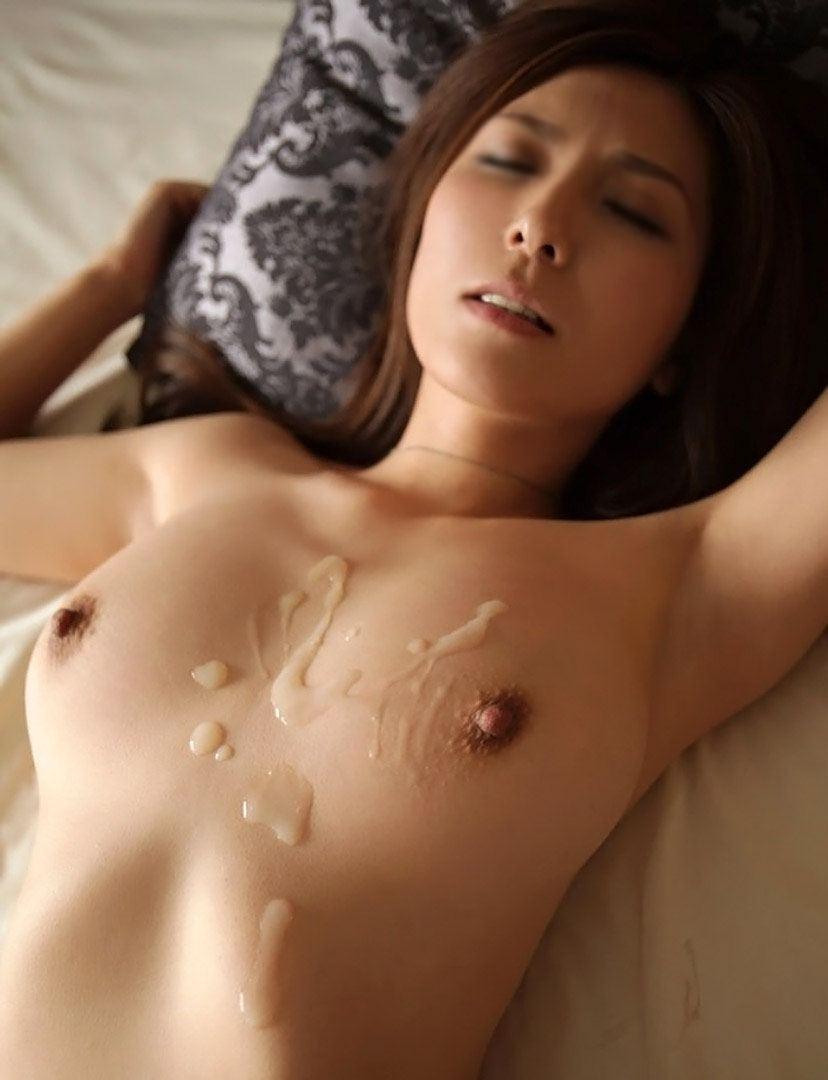 【射精エロ画像】セックス事後!?体にトッピングされたザーメンが卑猥すぎ! 23