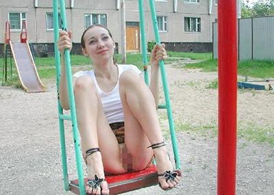 【草】露出狂女がブランコで楽しそうに遊んでるところに遭遇したンゴwwwwwwwwwwwwwwww(画像あり)