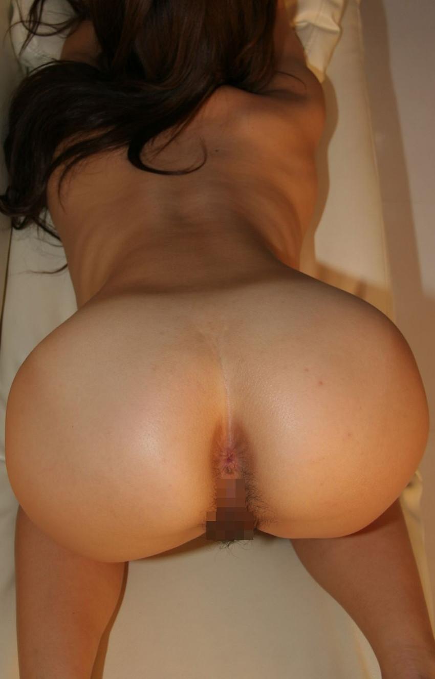 【アナルエロ画像】女の子がカメラに向かってお尻の穴をガッツリ見せ付ける! 09