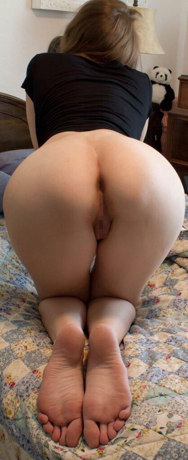 【アナルエロ画像】女の子がカメラに向かってお尻の穴をガッツリ見せ付ける! 19