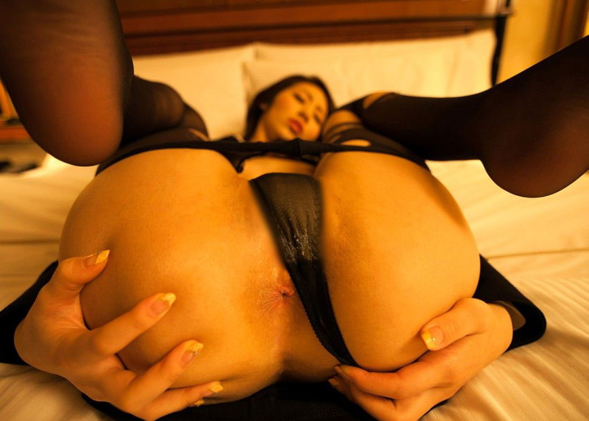 【アナルエロ画像】女の子がカメラに向かってお尻の穴をガッツリ見せ付ける! 34