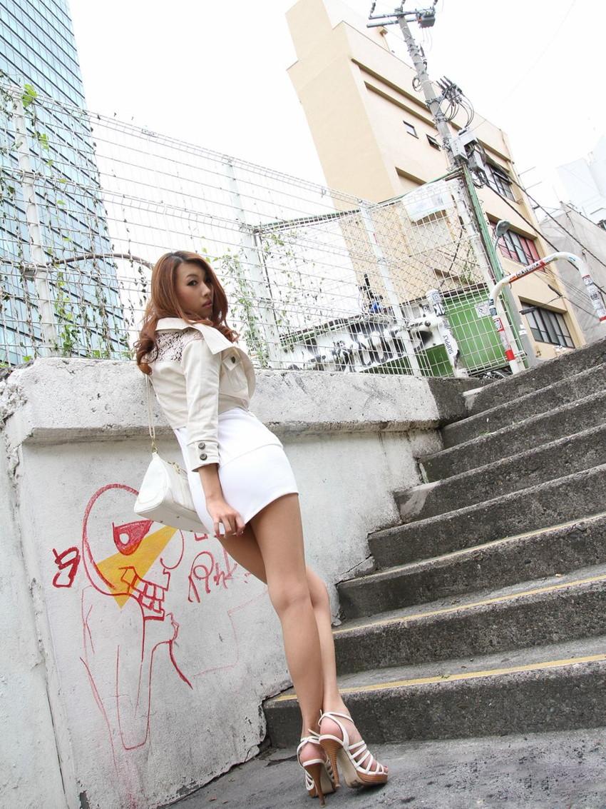 【美脚エロ画像】美しすぎる美脚!ナマツバ飲み込みそうな美脚の女の子! 21
