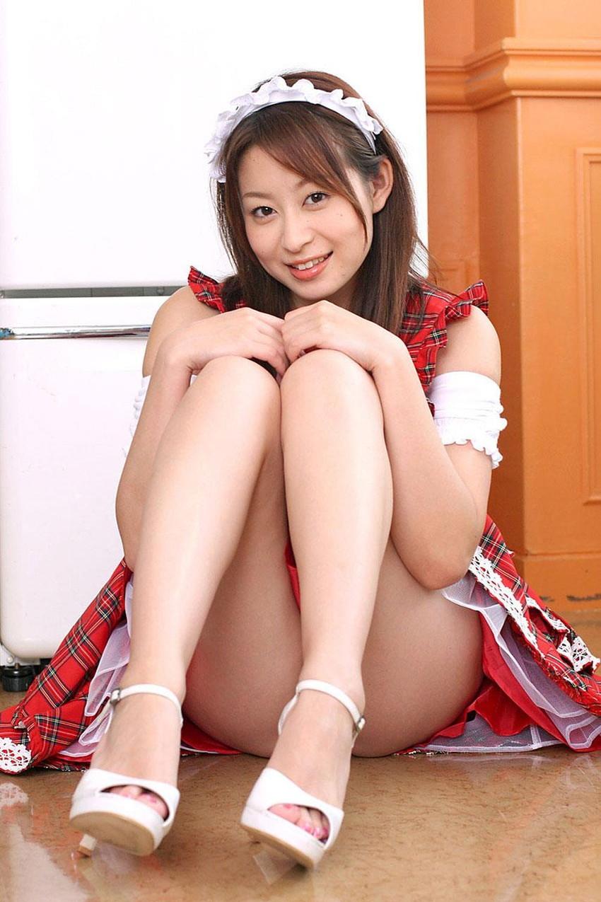 【美脚エロ画像】美しすぎる美脚!ナマツバ飲み込みそうな美脚の女の子! 27