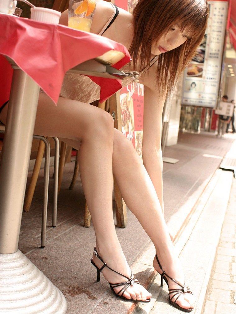 【美脚エロ画像】美しすぎる美脚!ナマツバ飲み込みそうな美脚の女の子! 30