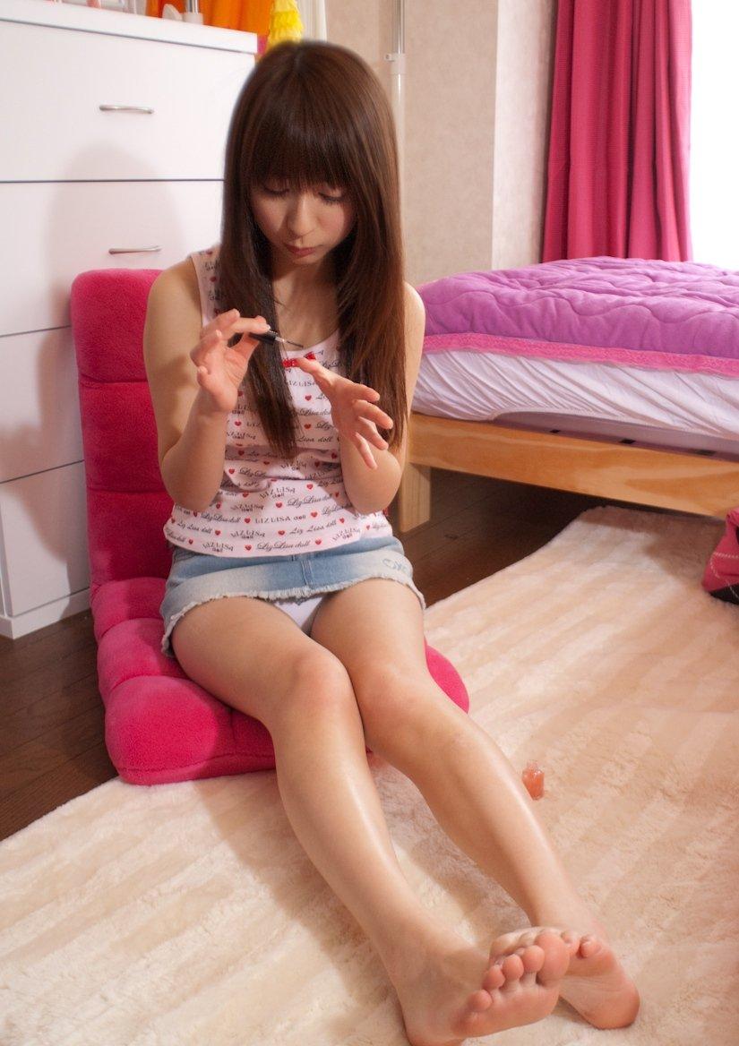 【美脚エロ画像】美しすぎる美脚!ナマツバ飲み込みそうな美脚の女の子! 39