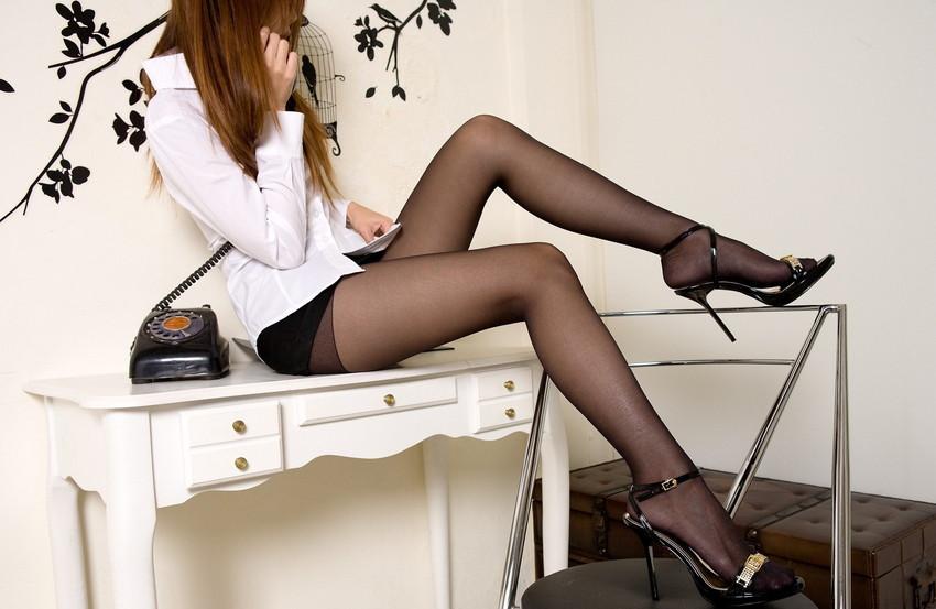 【美脚エロ画像】美しすぎる美脚!ナマツバ飲み込みそうな美脚の女の子! 41
