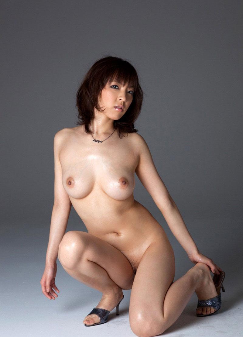 【フルヌードエロ画像】一糸まとわぬ生まれたままの姿の女性は美しい! 38