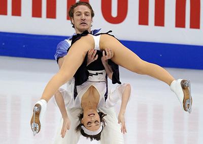 【ポロリ連発】フィギュアスケートがいかに危険なスポーツがよく分かる画像集(25枚)