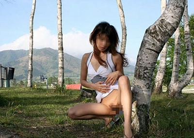 【野外露出エロ画像】素人娘たちによる大胆な野外露出画像集めたった!