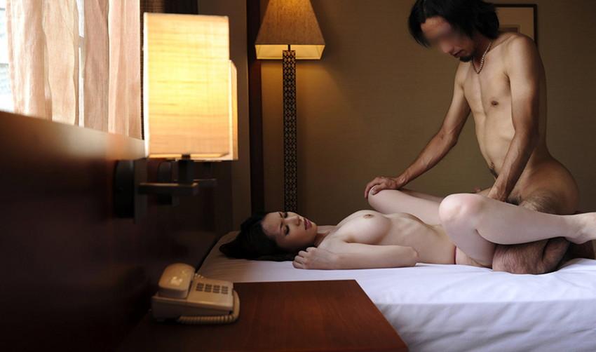 【正常位エロ画像】セックスの体位ときいて一番最初に思いつく体位がこちらww 22