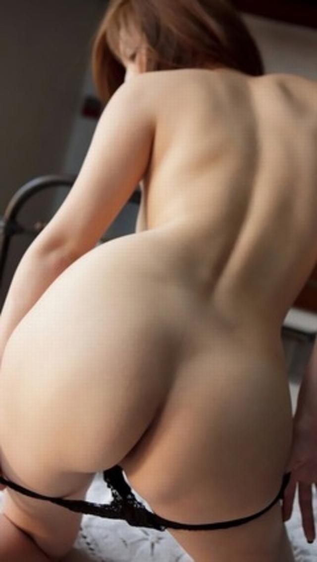 【パンツ半脱ぎエロ画像】スルリと脱ぎかけたパンティーにフェチ心が沸騰www 06