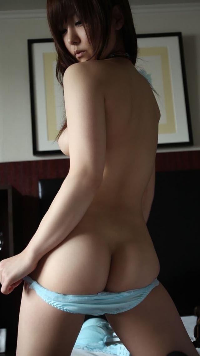 【パンツ半脱ぎエロ画像】スルリと脱ぎかけたパンティーにフェチ心が沸騰www 08