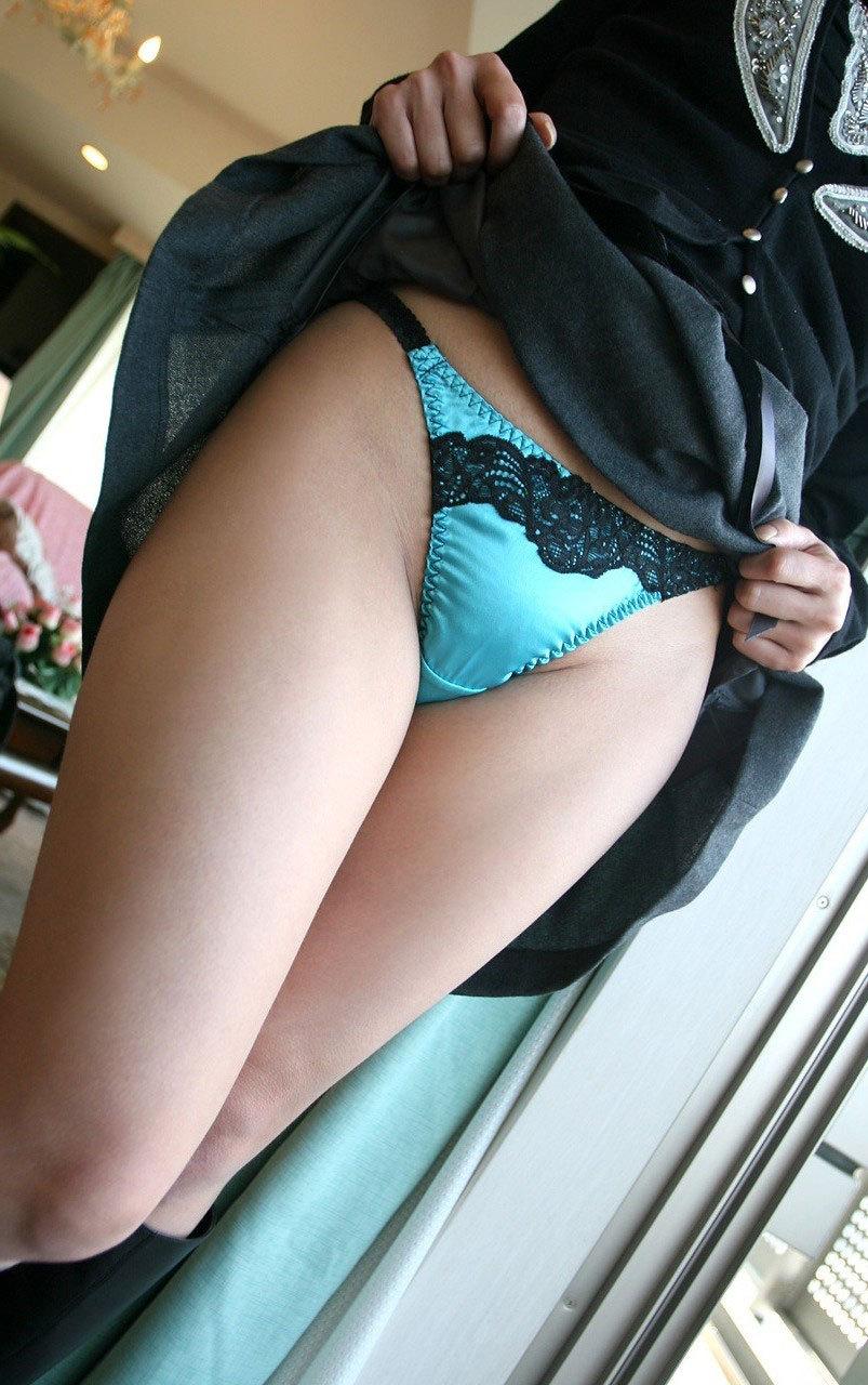【セルフパンチラエロ画像】女の子側からパンチラみせつけるセルフパンチラw 34