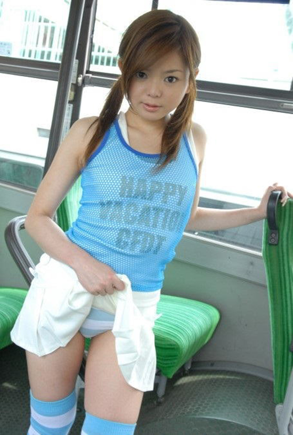 【セルフパンチラエロ画像】女の子側からパンチラみせつけるセルフパンチラw 35