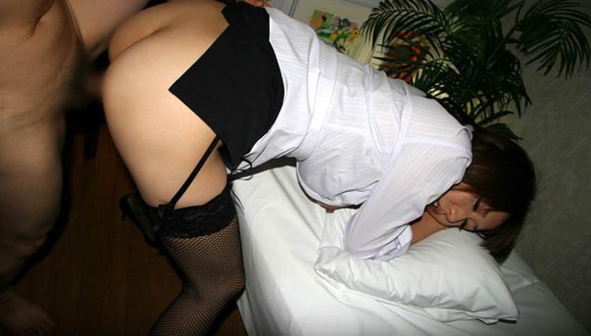 【着衣セックスエロ画像】着衣を脱ぎ去る前に辛抱たまらなくなったカップルの末路ww 20