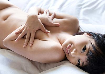【手ブラエロ画像】こういうチラリズムに男は萌える!?手ブラで隠しているおっぱい!