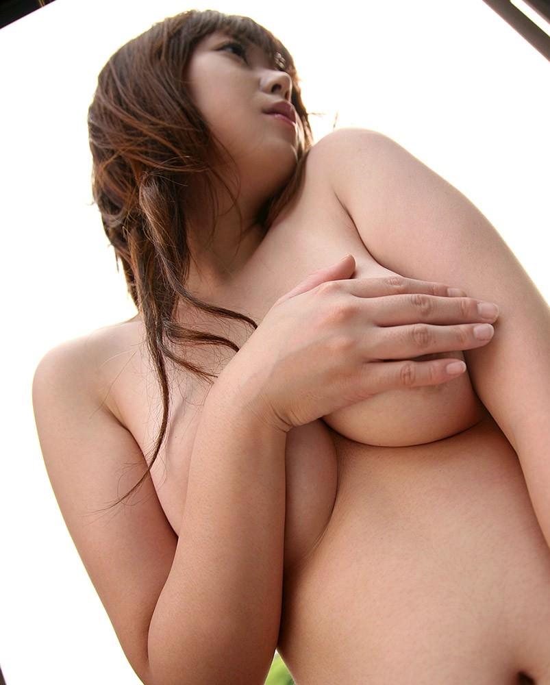 【手ブラエロ画像】こういうチラリズムに男は萌える!?手ブラで隠しているおっぱい! 42