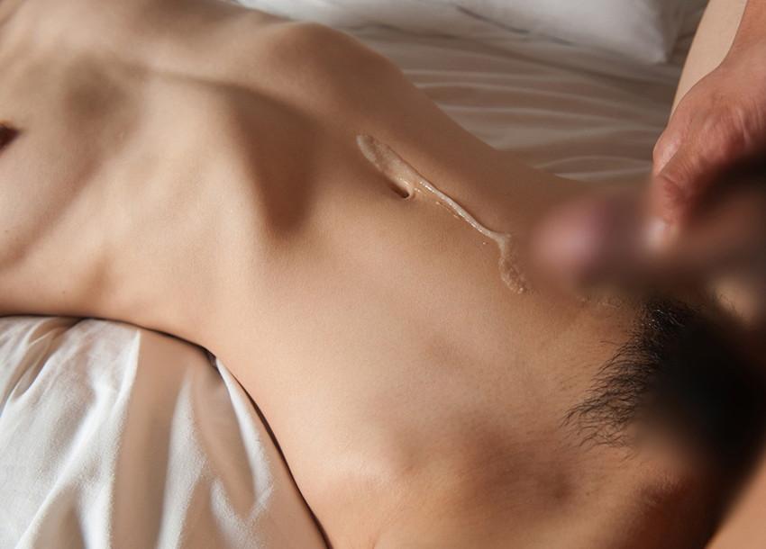 【射精エロ画像】これはセックス事後?女の子の体にトッピングされた精液! 21