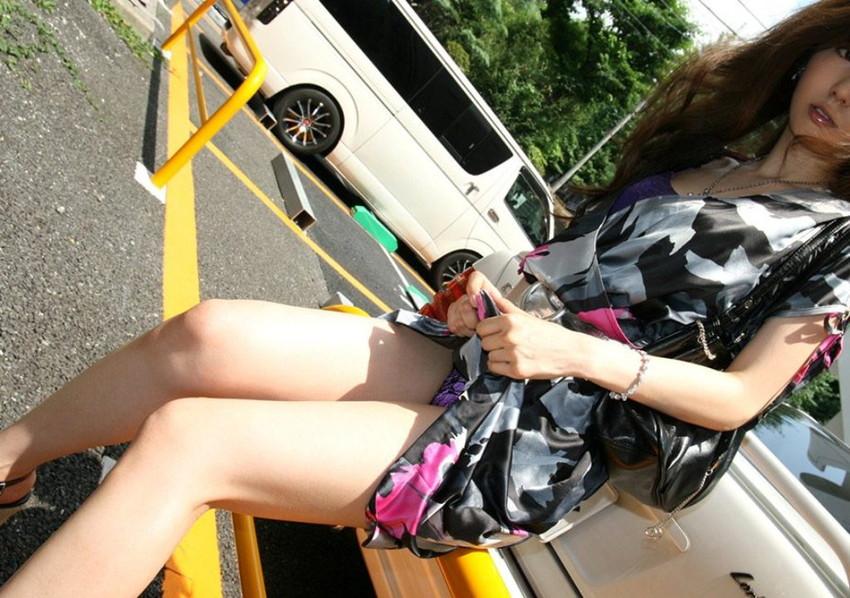 【セルフパンチラエロ画像】女の子が自らスカートをめくってパンチラ披露! 16