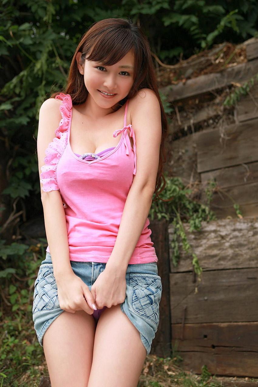 【セルフパンチラエロ画像】女の子が自らスカートをめくってパンチラ披露! 20