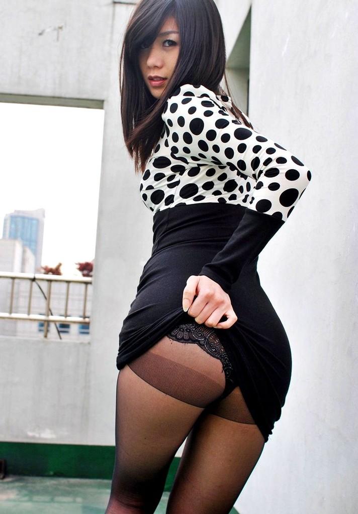 【セルフパンチラエロ画像】女の子が自らスカートをめくってパンチラ披露! 29