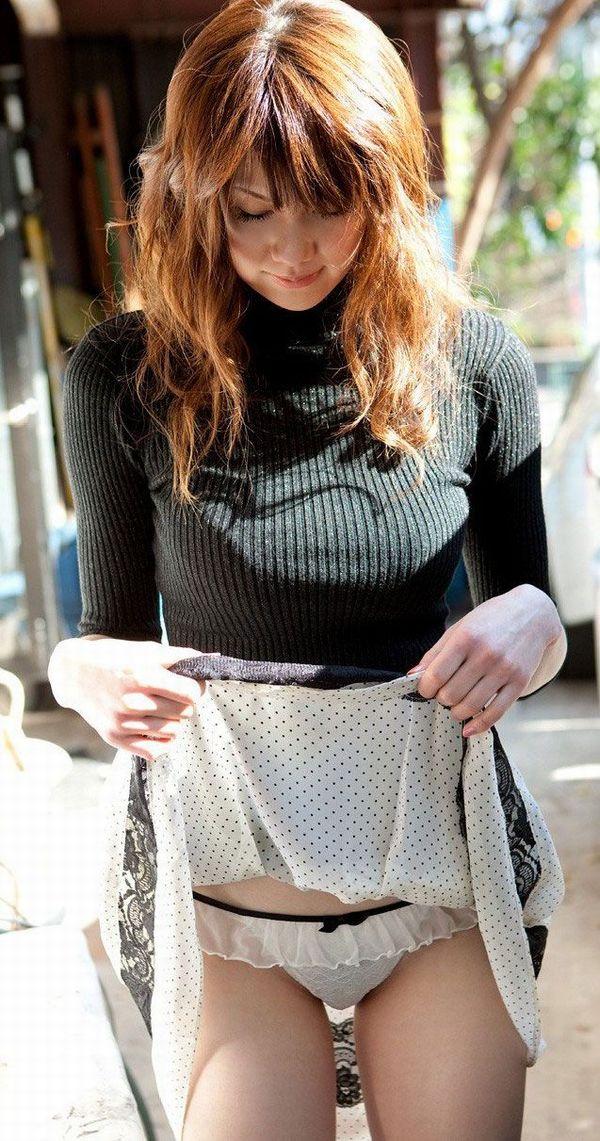 【セルフパンチラエロ画像】女の子が自らスカートをめくってパンチラ披露! 30