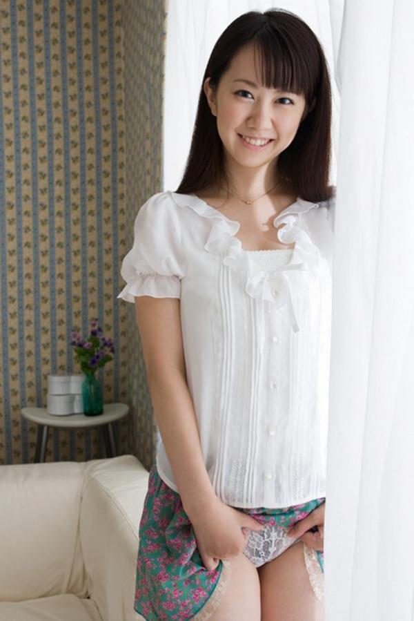 【セルフパンチラエロ画像】女の子が自らスカートをめくってパンチラ披露! 34