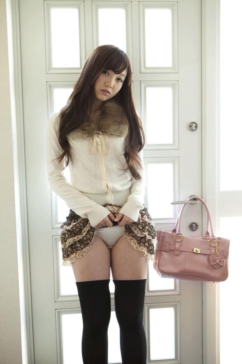 【セルフパンチラエロ画像】女の子が自らスカートをめくってパンチラ披露! 38