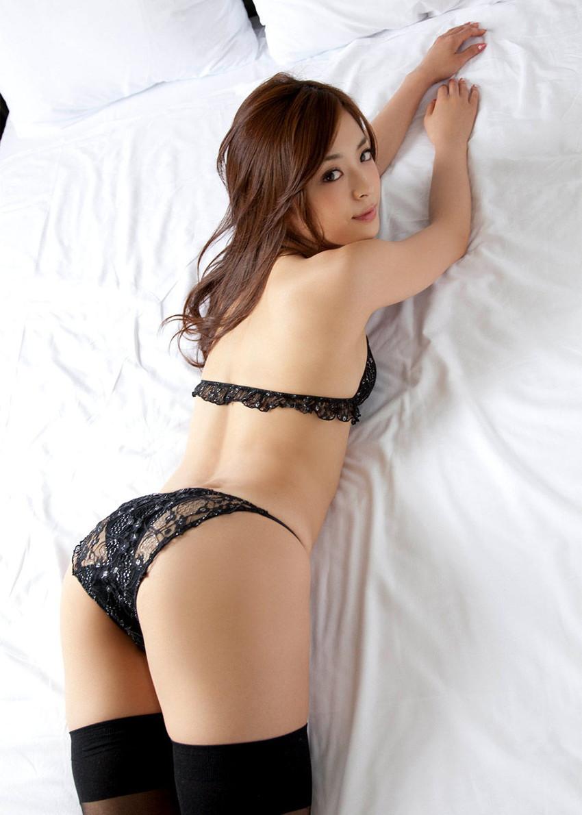 【セクシーランジェリーエロ画像】こんなセクシーな下着姿で誘惑されてみたい! 15