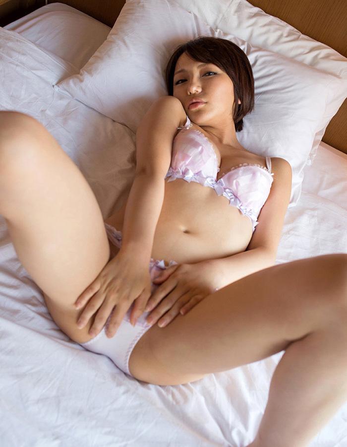 【セクシーランジェリーエロ画像】こんなセクシーな下着姿で誘惑されてみたい! 31
