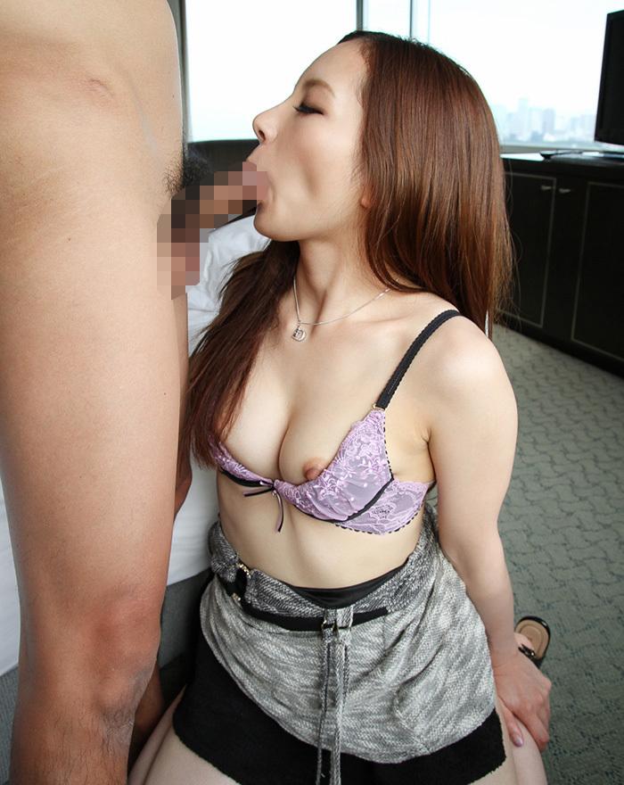 【着衣フェラチオエロ画像】着衣も脱いでないのに、チンポが欲しくて堪らない女! 16