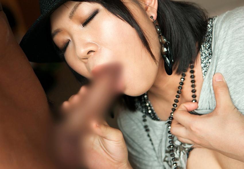 【着衣フェラチオエロ画像】着衣も脱いでないのに、チンポが欲しくて堪らない女! 24
