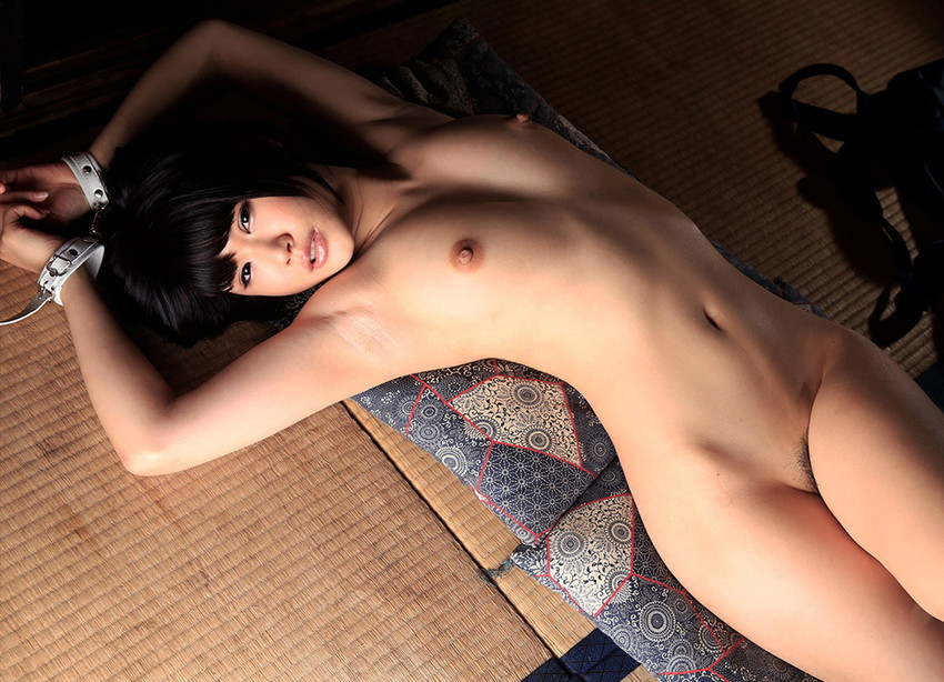【フルヌードエロ画像】女の子の全裸は何時間みても見飽きることはないなww 35