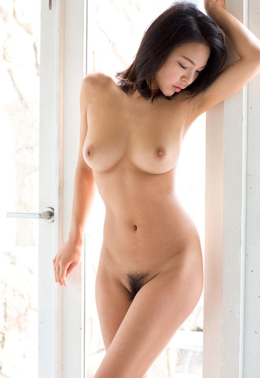 【フルヌードエロ画像】女の子の全裸は何時間みても見飽きることはないなww 36