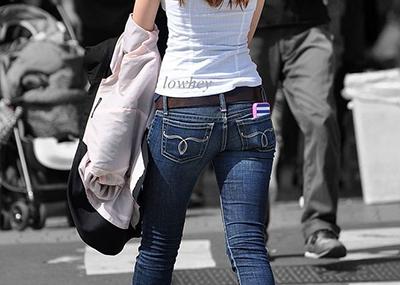 【Gパン街撮り盗撮エ□画像】大きなお尻とムチムチ太ももを強調したスキニージーンズ履いた素人たちww