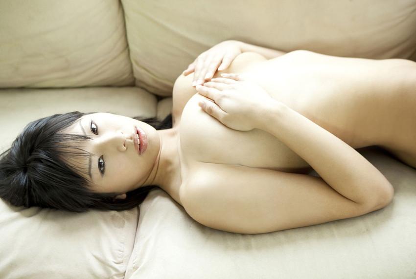 【手ブラエロ画像】セクシーすぎるポーズ!おっぱいを手のひらだけで隠す手ブラ! 15