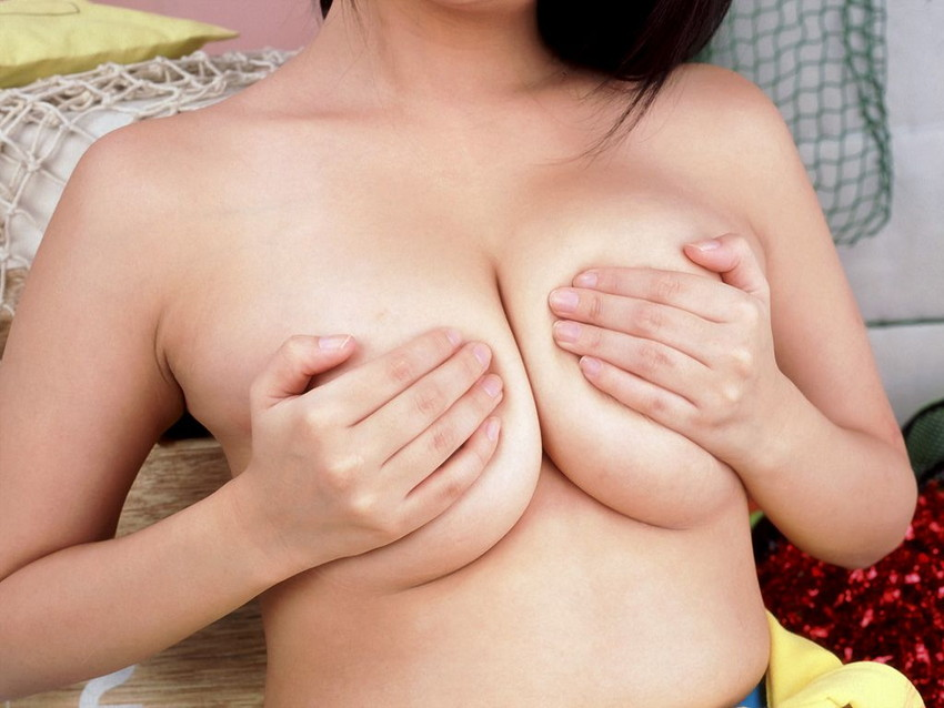 【手ブラエロ画像】セクシーすぎるポーズ!おっぱいを手のひらだけで隠す手ブラ! 35