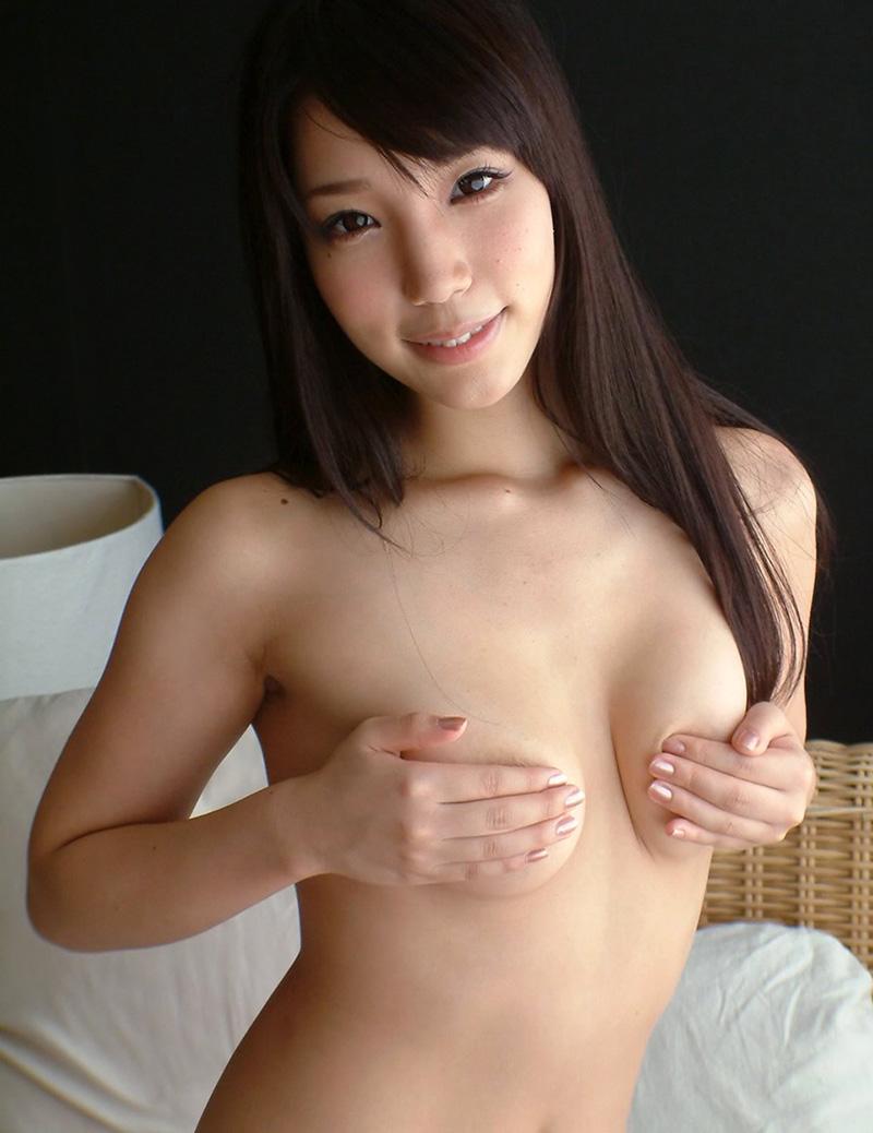【手ブラエロ画像】セクシーすぎるポーズ!おっぱいを手のひらだけで隠す手ブラ! 39